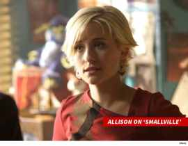 0329-allison-mack-on-smallville-alamy-4
